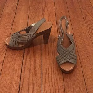 NWOT Banana Republic Woven Leather Chunky Heels